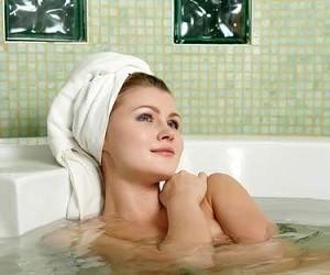 Лечебные травяные ванны: 6 эффективных рецептов