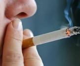 испытывает никотиновую зависимость верит