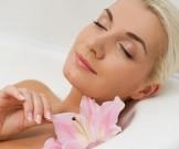 выполнять увлажнение кожи лица