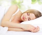 ученые объяснили полезно спать боку