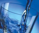 запивать еду водой опасно