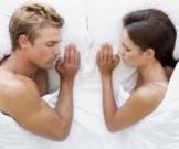 ученые рассказали позе людям полезнее спать