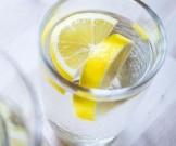 топ-9 преимуществ воды лимоном