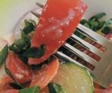 смешанный салат сырых овощей
